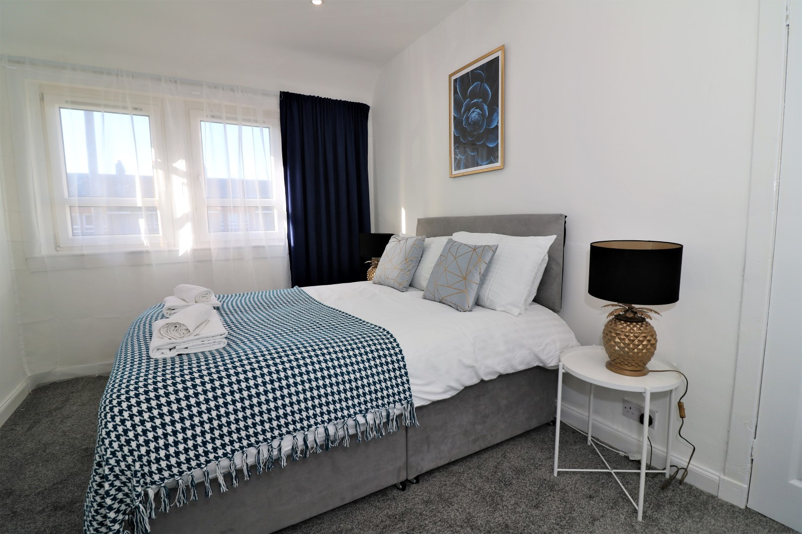 Double bed at Jess View Apartment - Citybase Apartments