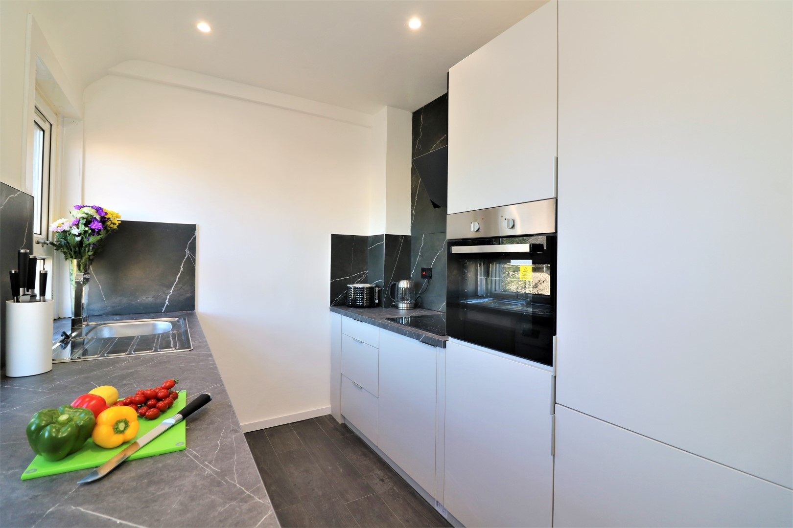 Modern kitchen at Jess View Apartment - Citybase Apartments