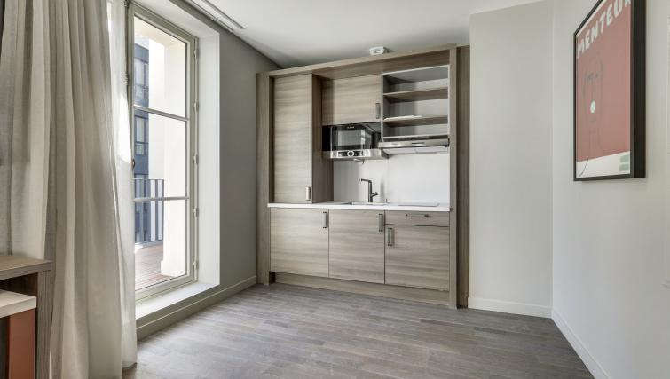 Kitchen at Mode Arc De Triomphe Apartments - Citybase Apartments