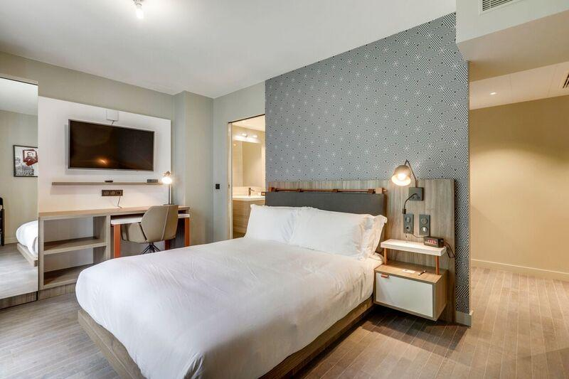 Double bed at Mode Arc De Triomphe Apartments - Citybase Apartments