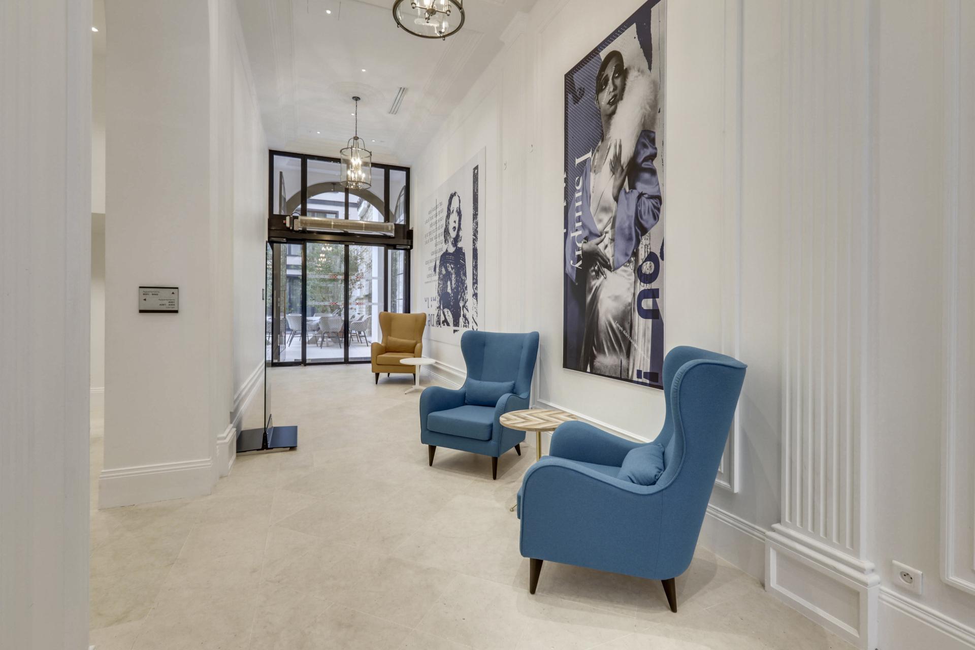 Interior entry at Mode Arc De Triomphe Apartments - Citybase Apartments