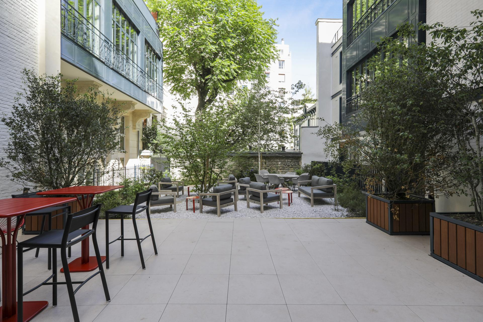Communal area at Mode Arc De Triomphe Apartments - Citybase Apartments