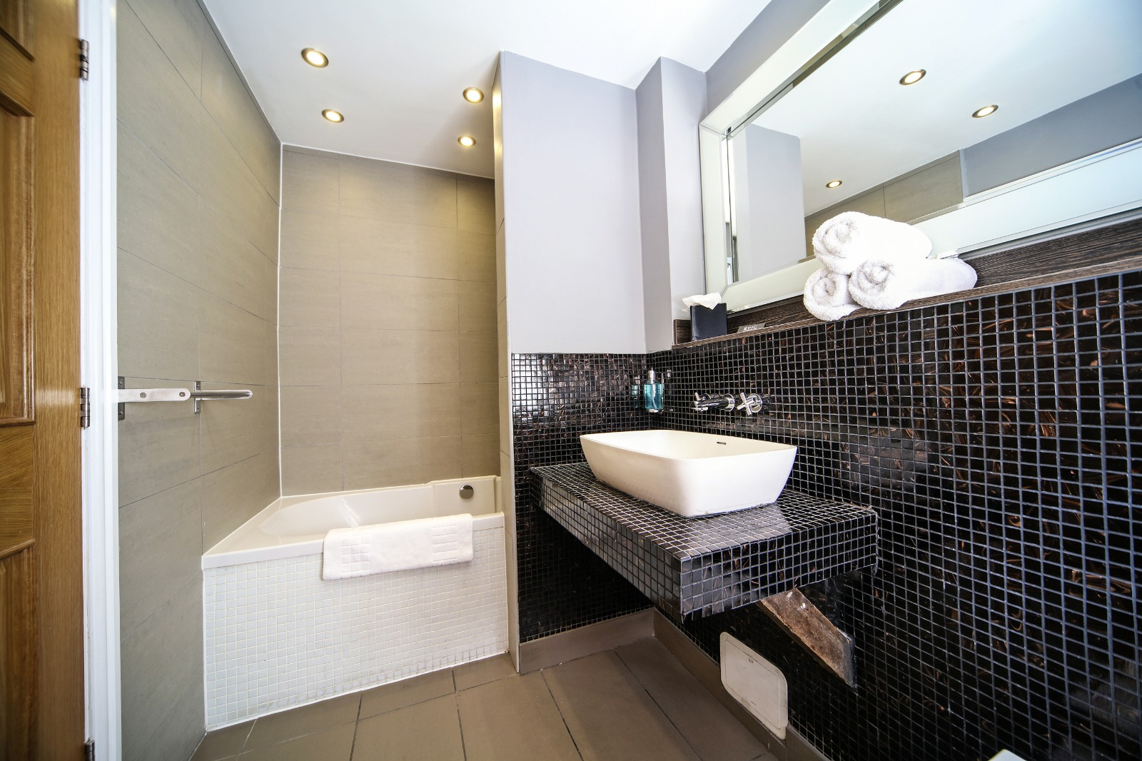 Bathroom at Campbell Street Apartments - Citybase Apartments
