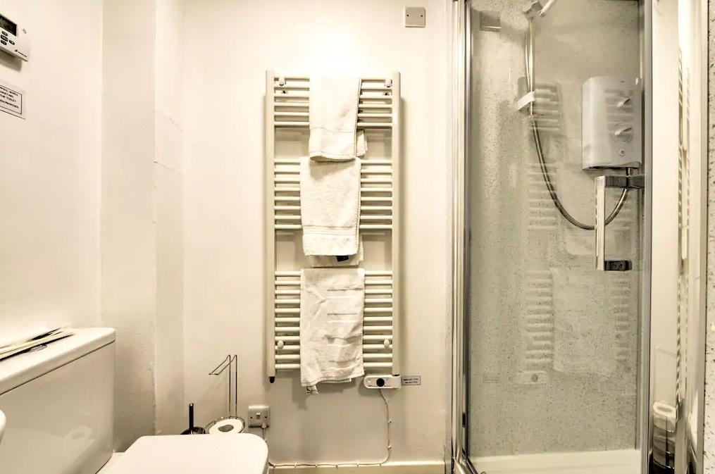 Bathroom at Grassmarket Studio Apartment - Citybase Apartments