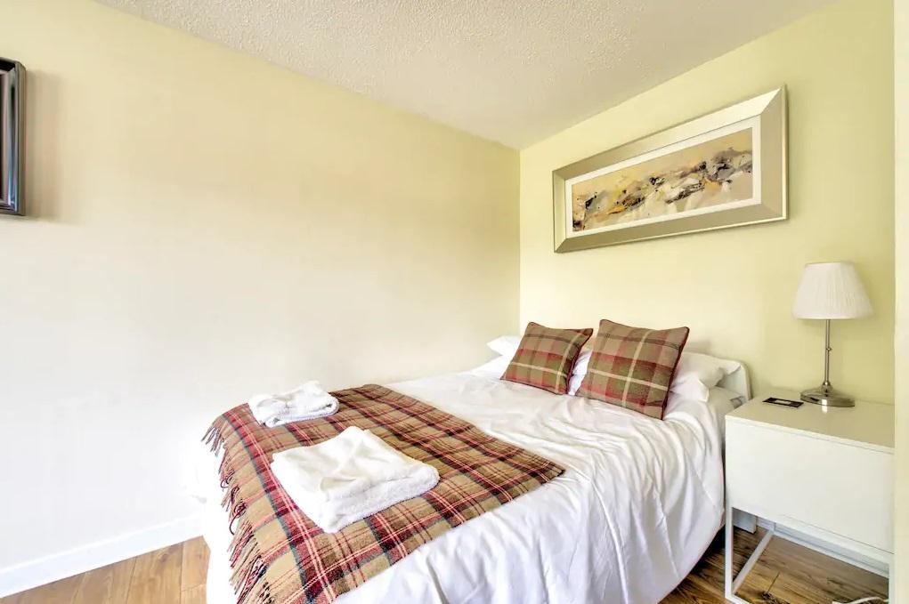 Bedroom at Grassmarket Studio Apartment - Citybase Apartments