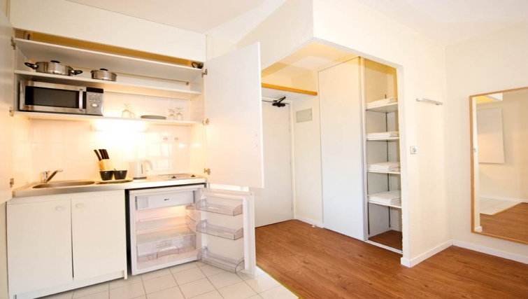 Basic kitchenette in Gare de L'Est Apartments - Citybase Apartments