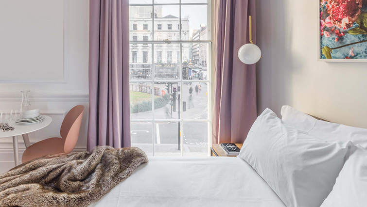 Bright bedroom at Saco The Moorgate Apartments - Citybase Apartments