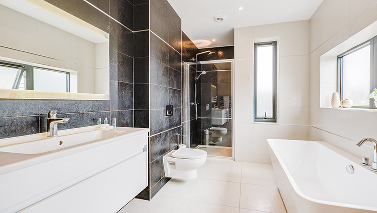 Bathroom at Concord House - Citybase Apartments