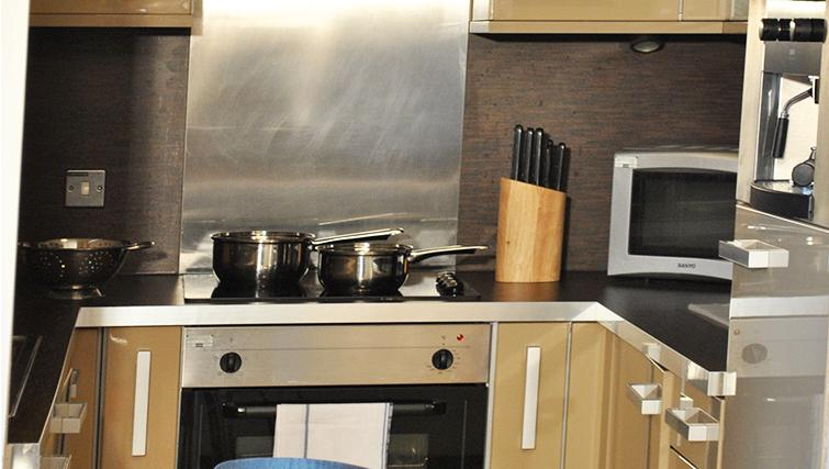 Modern kitchen in Deansgate Apartments - Citybase Apartments