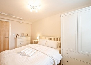 Traditional bedroom at Deansgate Apartments, Deansgate, Manchester - Citybase Apartments