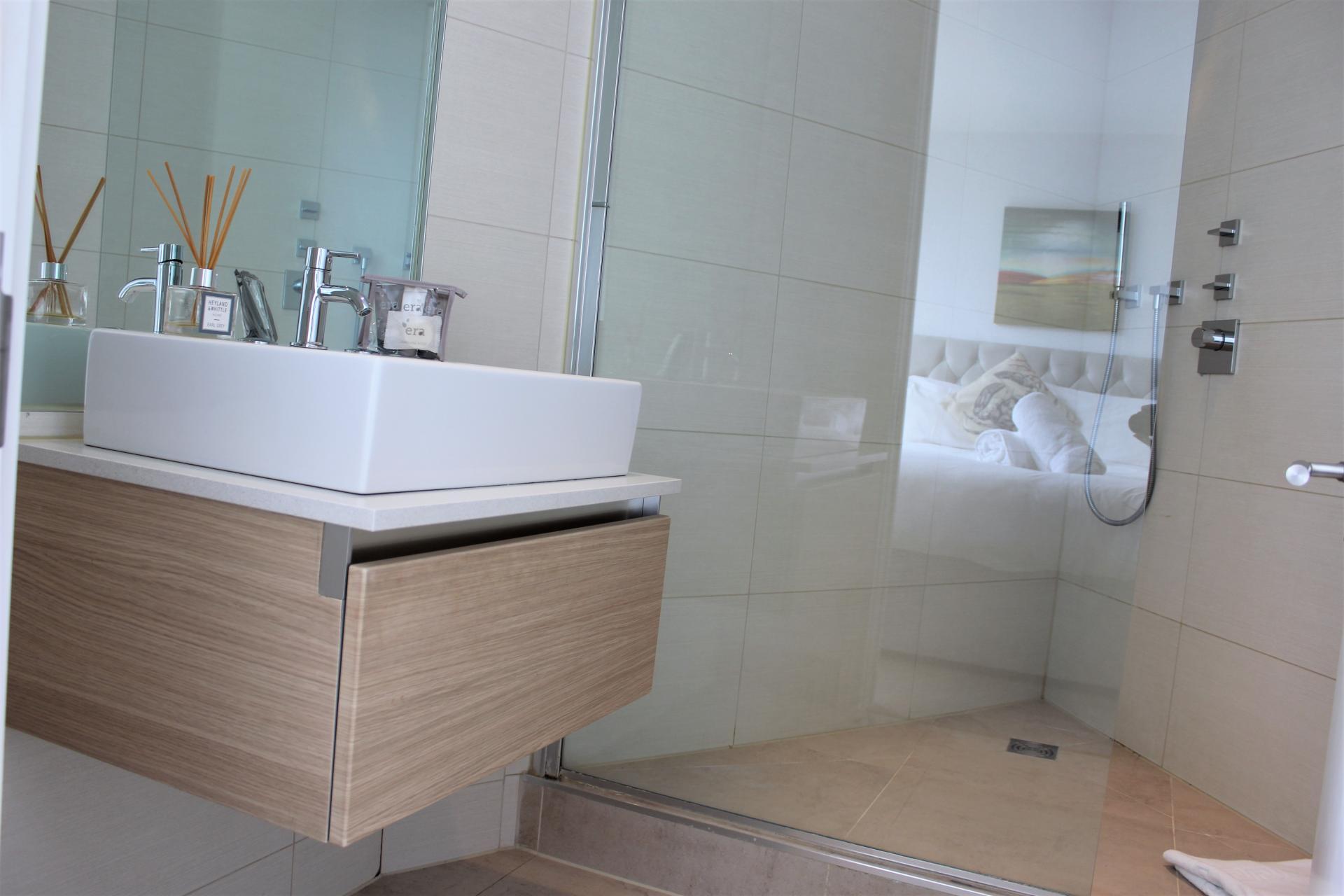 Bathroom at Gunwharf Quays Apartments, Gunwharf Quays, Portsmouth - Citybase Apartments