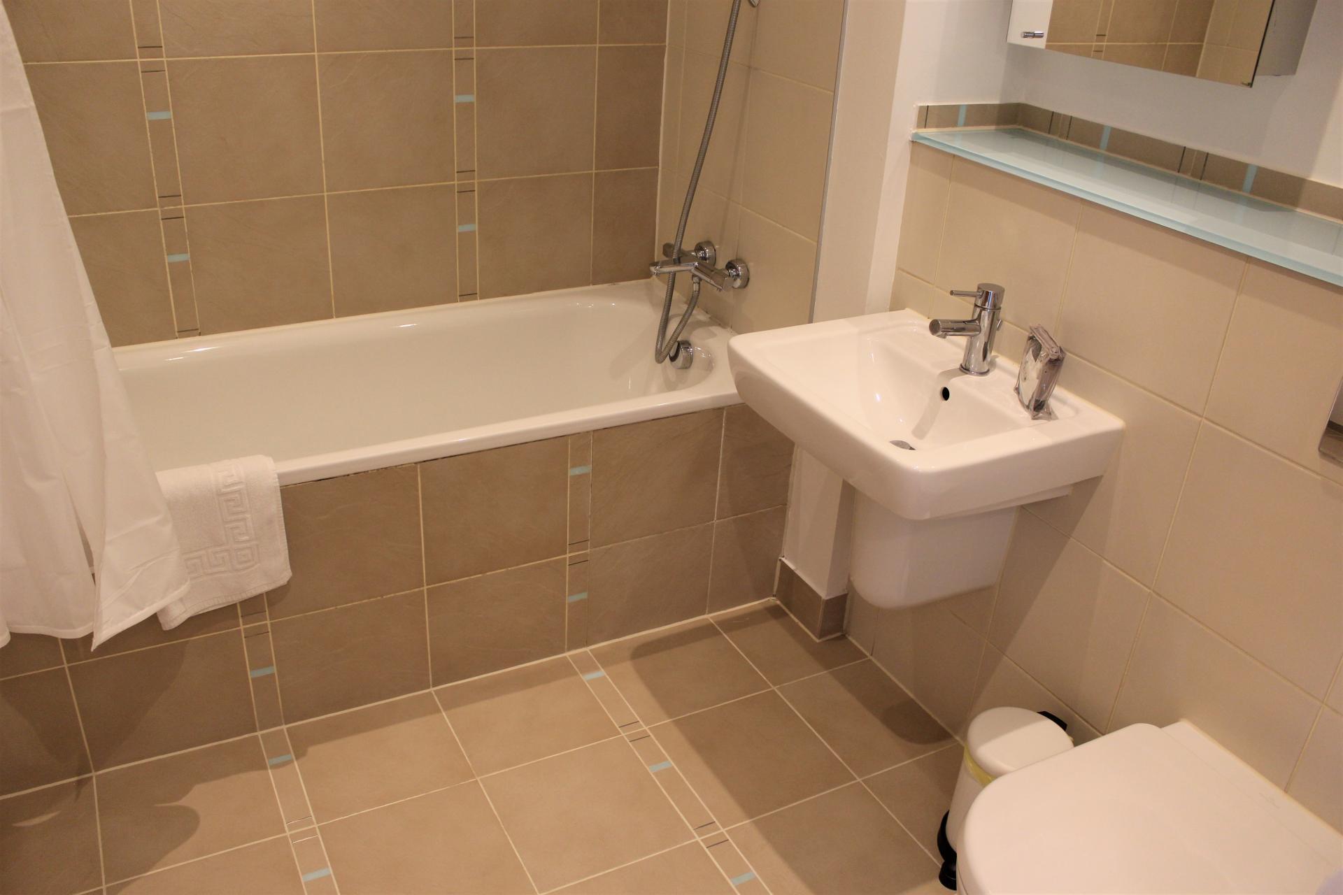 Bath at Gunwharf Quays Apartments, Gunwharf Quays, Portsmouth - Citybase Apartments
