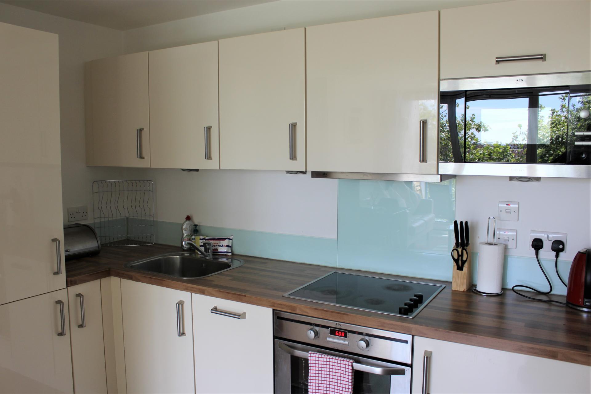Modern kitchen at Gunwharf Quays Apartments, Gunwharf Quays, Portsmouth - Citybase Apartments
