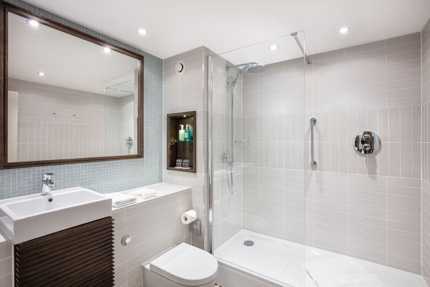 Bathroom at Staybridge Heathrow Apartments - Citybase Apartments