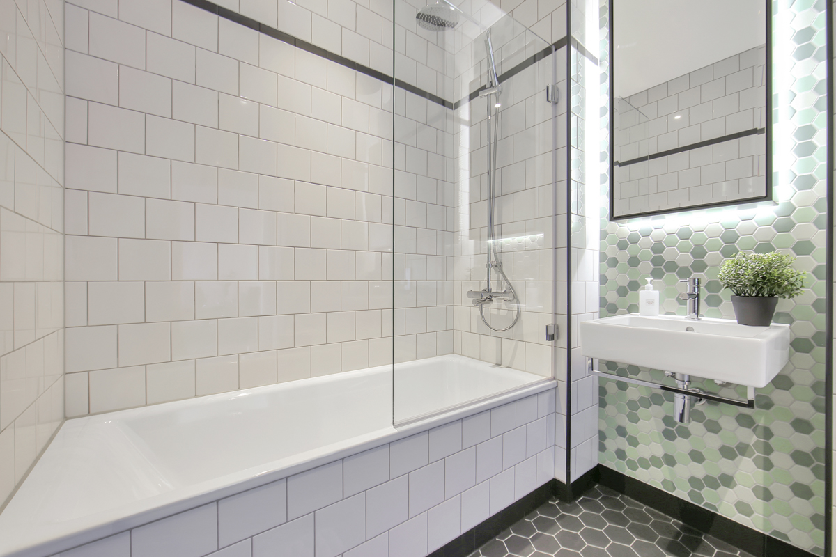 Bath at Modena Serviced Apartments - Citybase Apartments