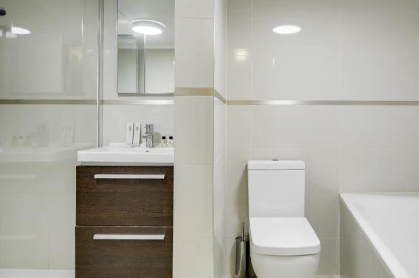 Toilet at Lexham Gardens Apartments - Citybase Apartments