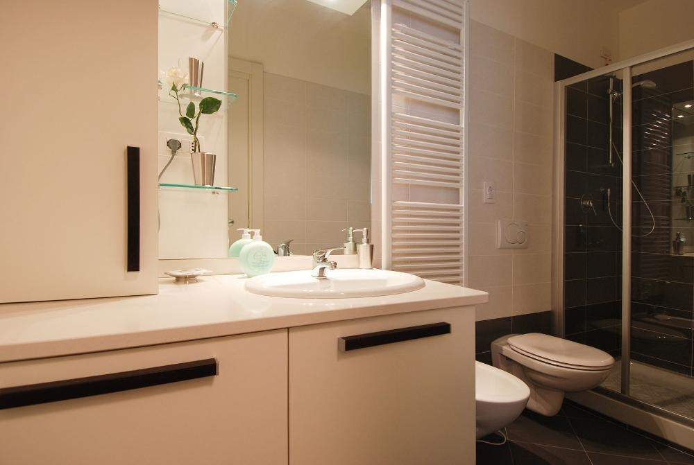 Bathroom at Larga Apartment - Citybase Apartments