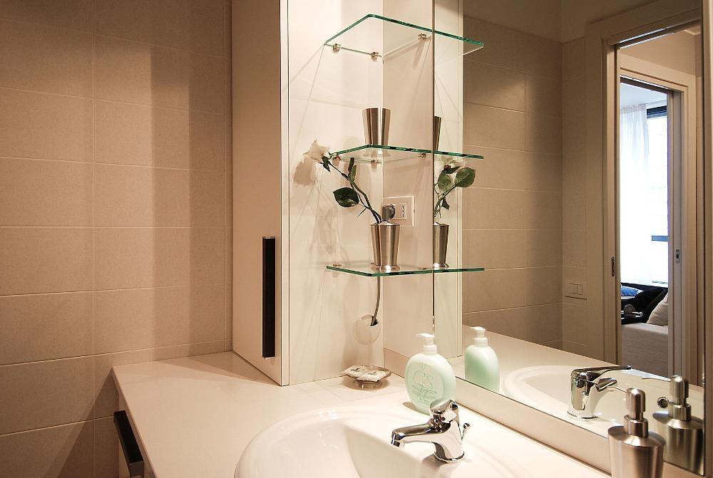 Bathroom vanity at Larga Apartment - Citybase Apartments