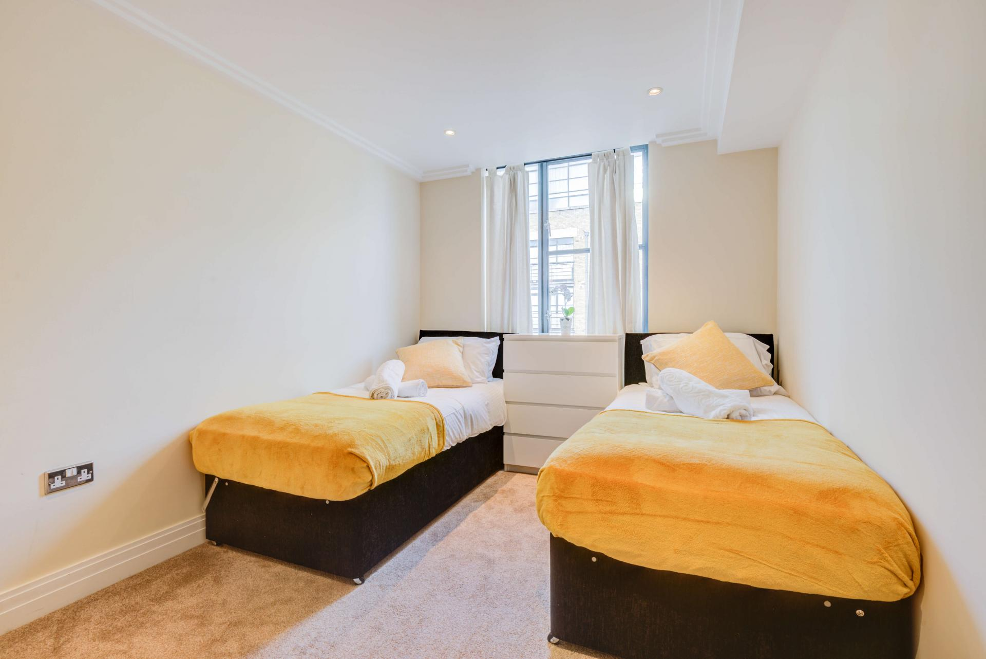 Twin room at Town Meadow Apartment - Citybase Apartments