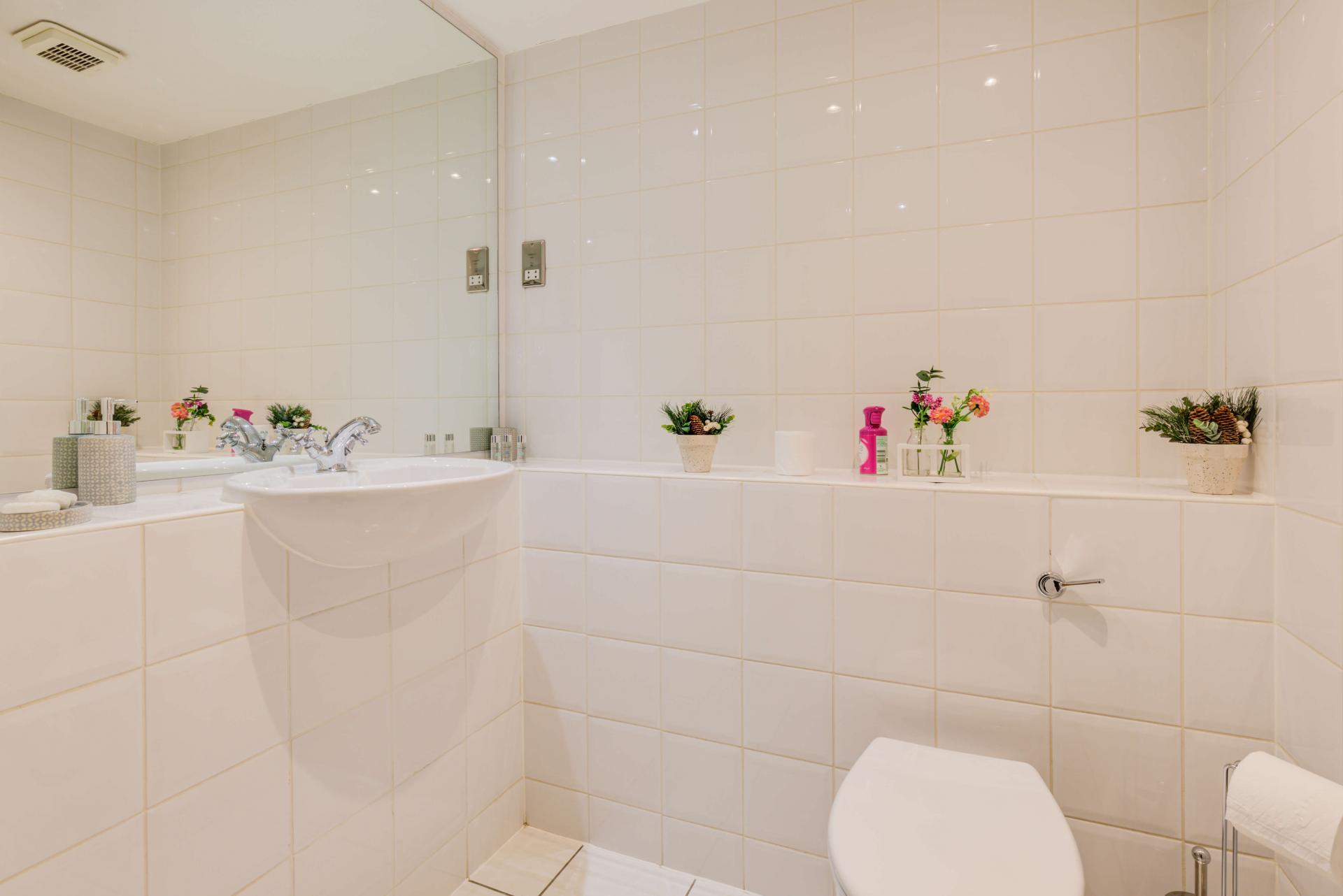 Clean bathroom at Town Meadow Apartment - Citybase Apartments