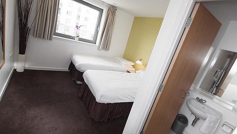 Twin beds at Ocean Serviced Apartments - Citybase Apartments