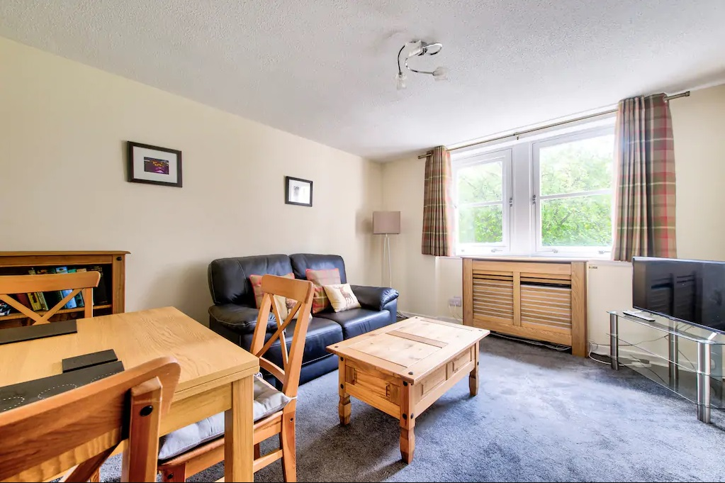Living area at Castle Wynd South Apartment - Citybase Apartments