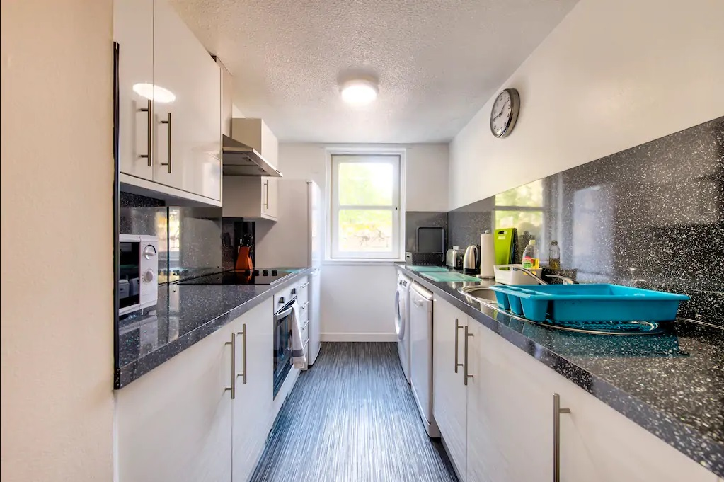 Kitchen at Castle Wynd South Apartment - Citybase Apartments