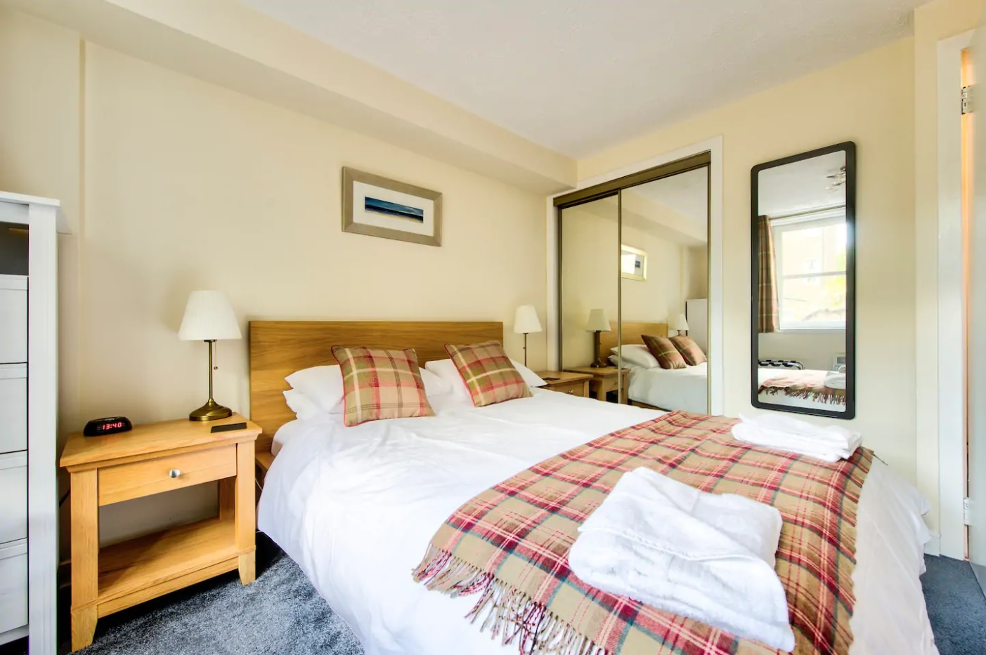 Bedroom at Castle Wynd South Apartment - Citybase Apartments
