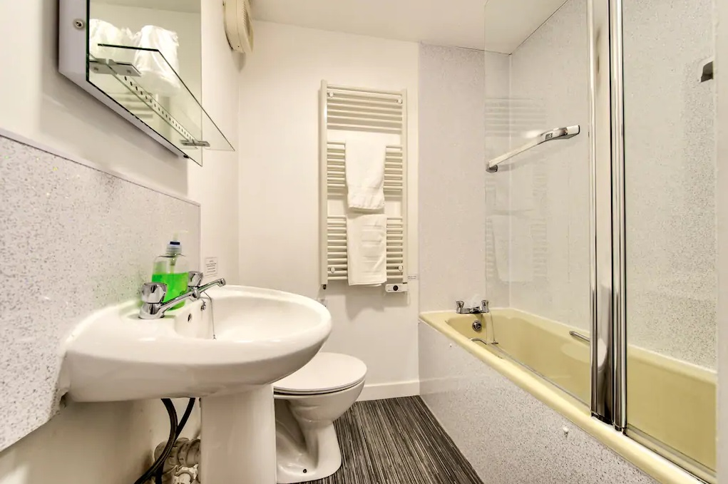 Bathroom at Castle Wynd South Apartment - Citybase Apartments