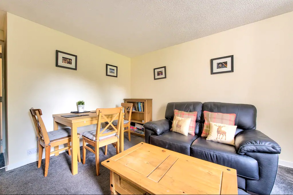 Dining table at Castle Wynd South Apartment - Citybase Apartments