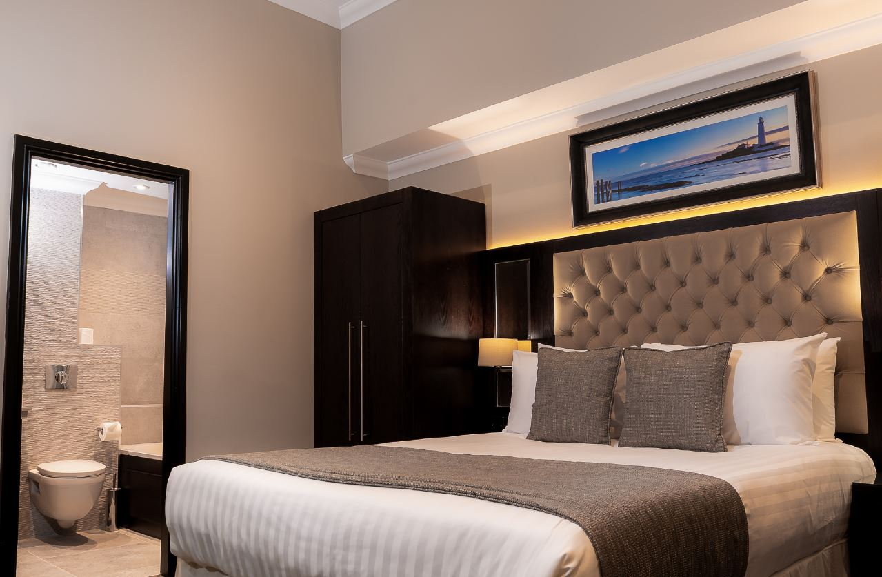 Bed at County Aparthotel - Citybase Apartments