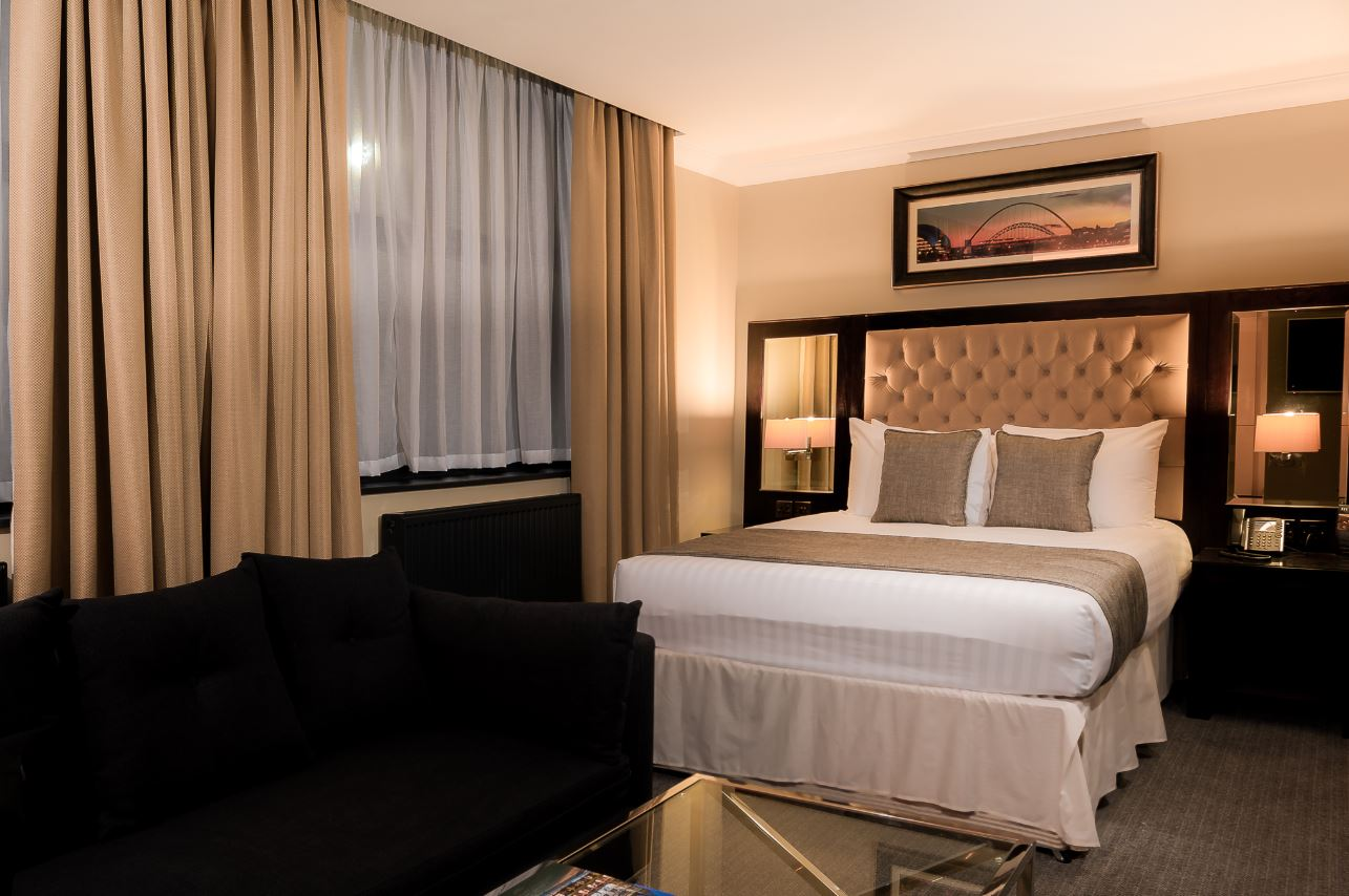 Double bed at County Aparthotel - Citybase Apartments