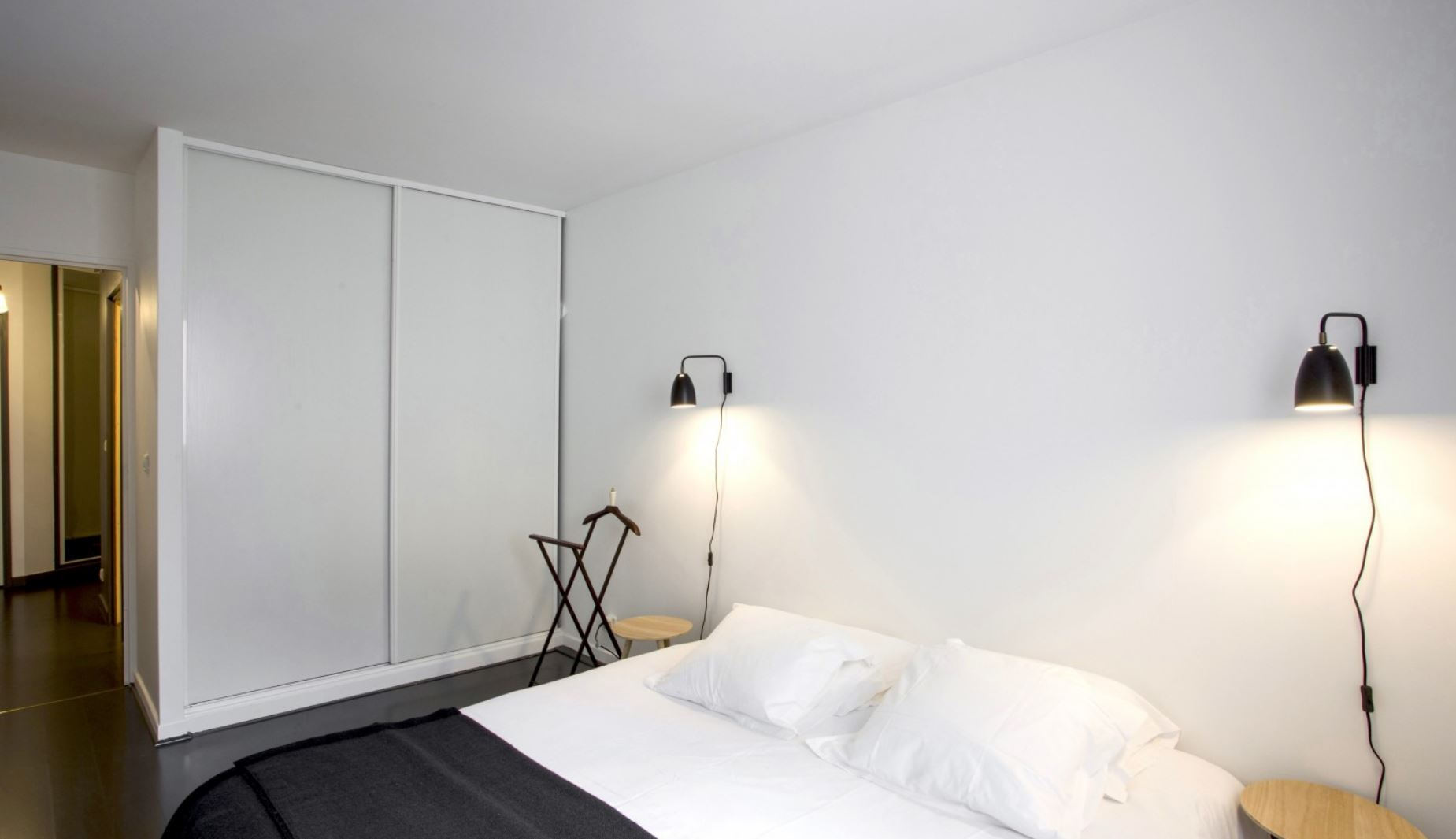 Bedroom at Vivienne Apartment - Citybase Apartments