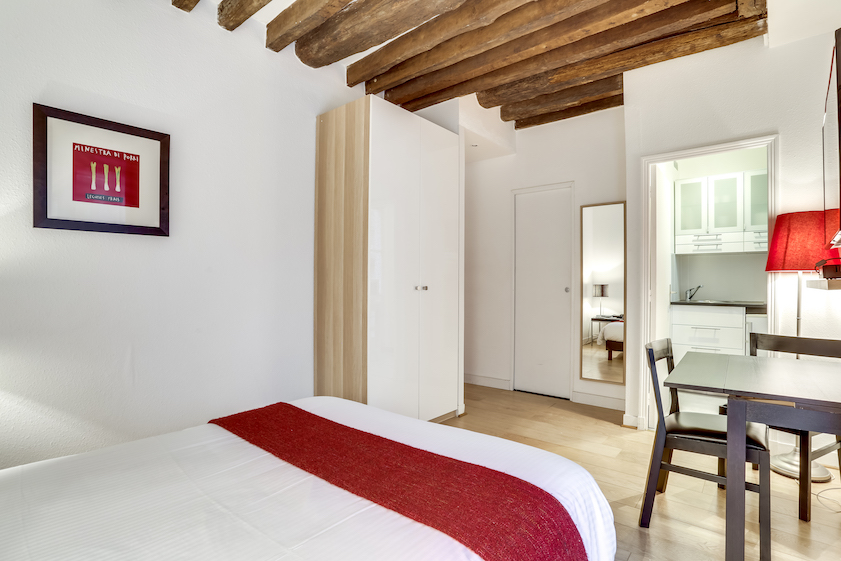 Spacious bedroom at Rue Marsollier Apartment - Citybase Apartments