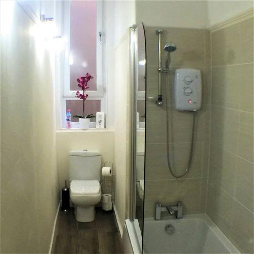 Bathroom at Trefoil Apartment - Citybase Apartments