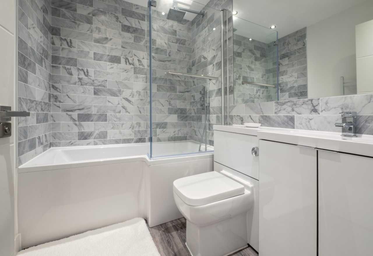 Bathroom at Kings Lodge Apartments - Citybase Apartments
