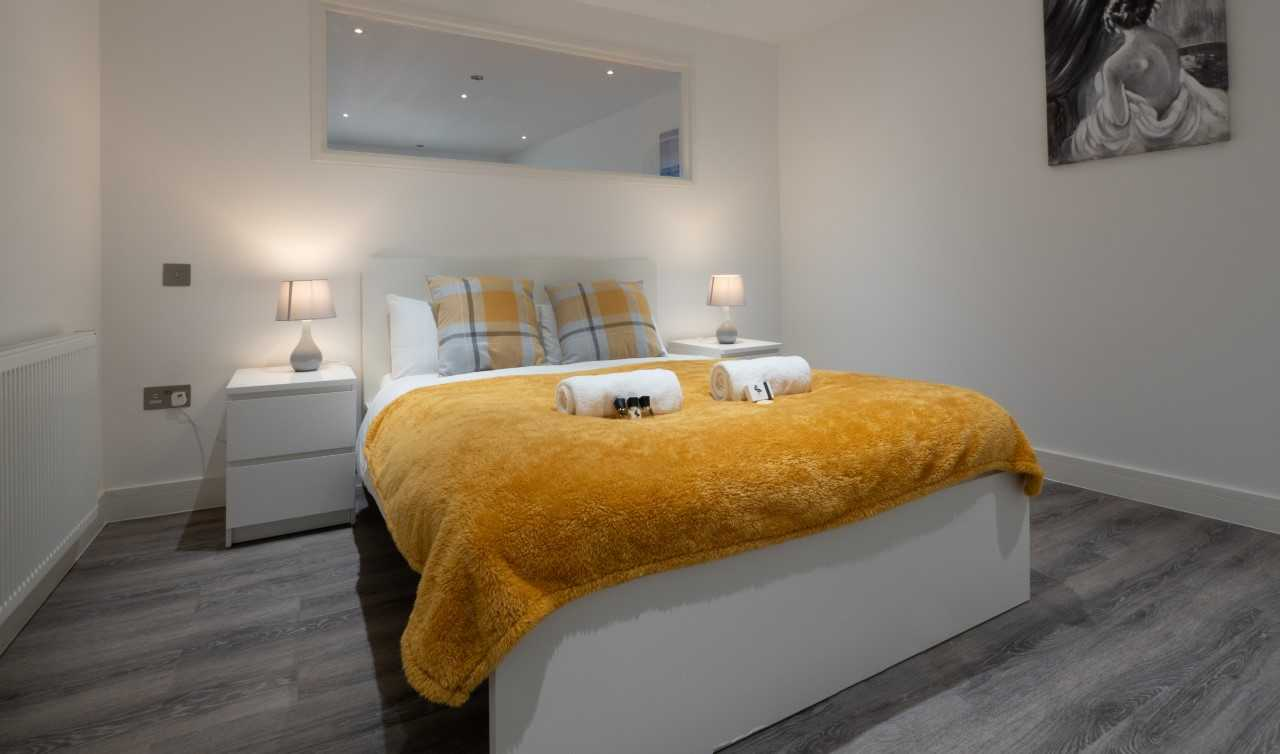 Clean bedroom at Kings Lodge Apartments - Citybase Apartments