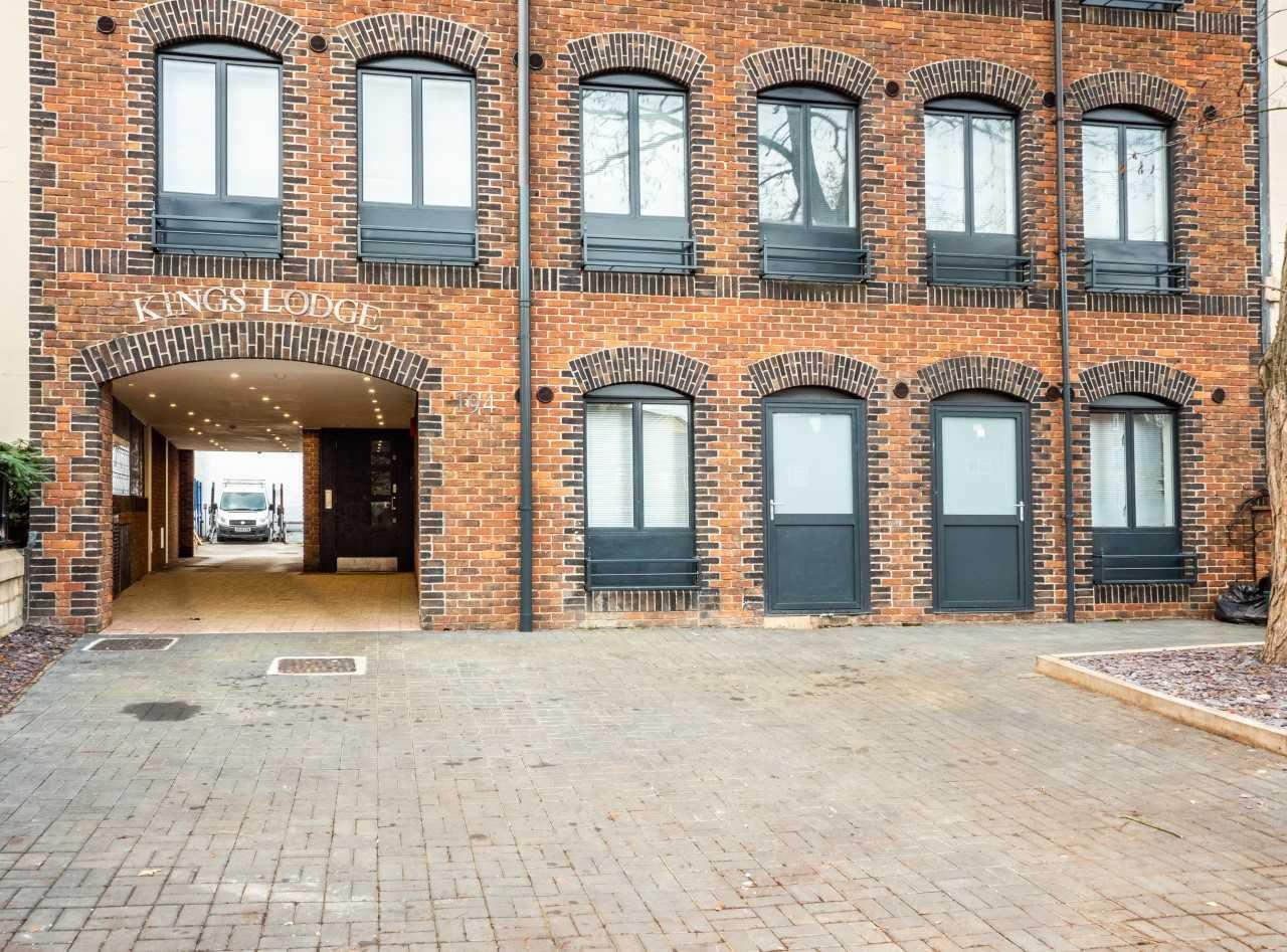 Exterior at Kings Lodge Apartments - Citybase Apartments