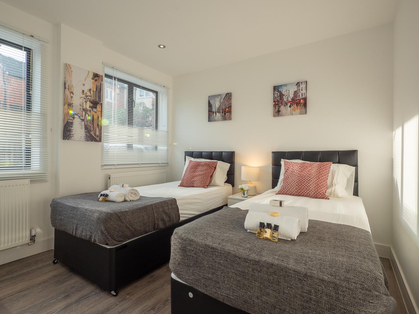 Twin room at Kings Lodge Apartments - Citybase Apartments