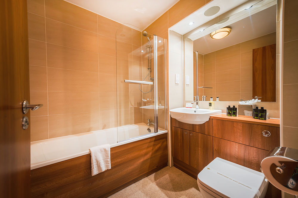 Bath at The Knight Residence, Old Town, Edinburgh - Citybase Apartments