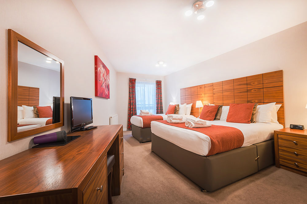 Twin beds at The Knight Residence, Old Town, Edinburgh - Citybase Apartments