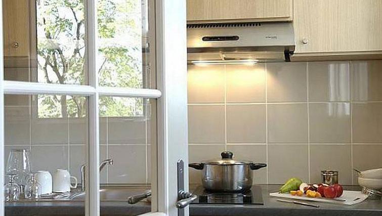Simple kitchen in Adagio Paris Montmartre - Citybase Apartments