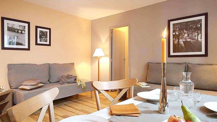 Attractive dining area in Adagio Paris Montmartre - Citybase Apartments