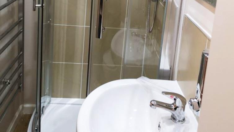 Bathroom at Metropolitan House Serviced Apartments - Citybase Apartments