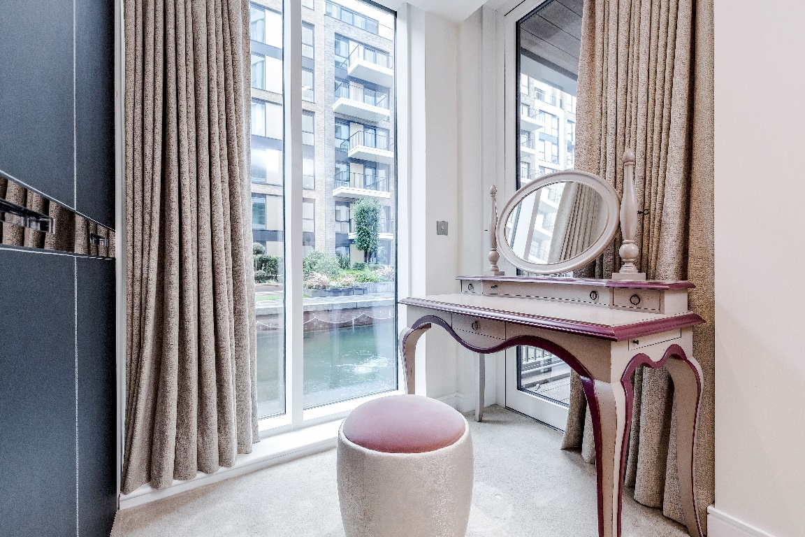 Dressing table at The Chelsea Pads, Imperial Wharf, London - Citybase Apartments