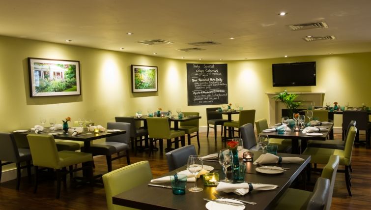 Stylish restaurant at Dolphin Square - Citybase Apartments