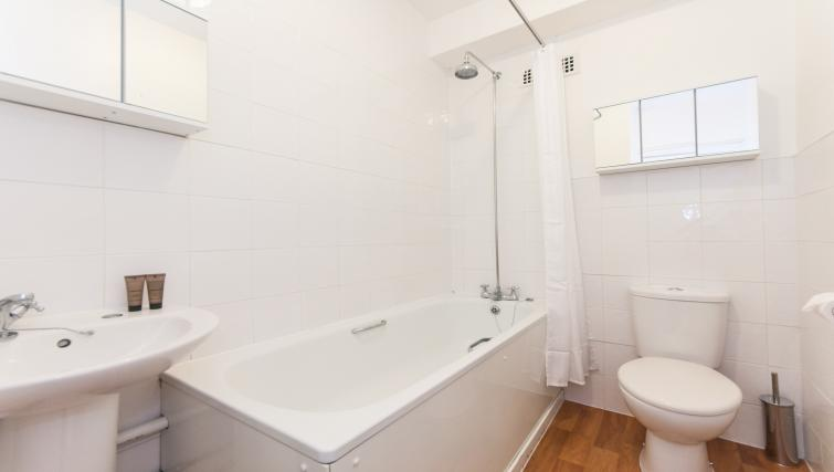 Executive bathroom in Dolphin Square - Citybase Apartments