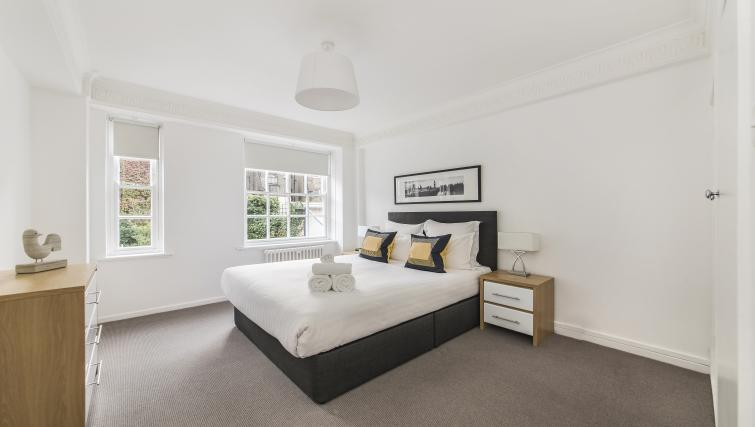 Comfortable bedroom in Dolphin Square - Citybase Apartments