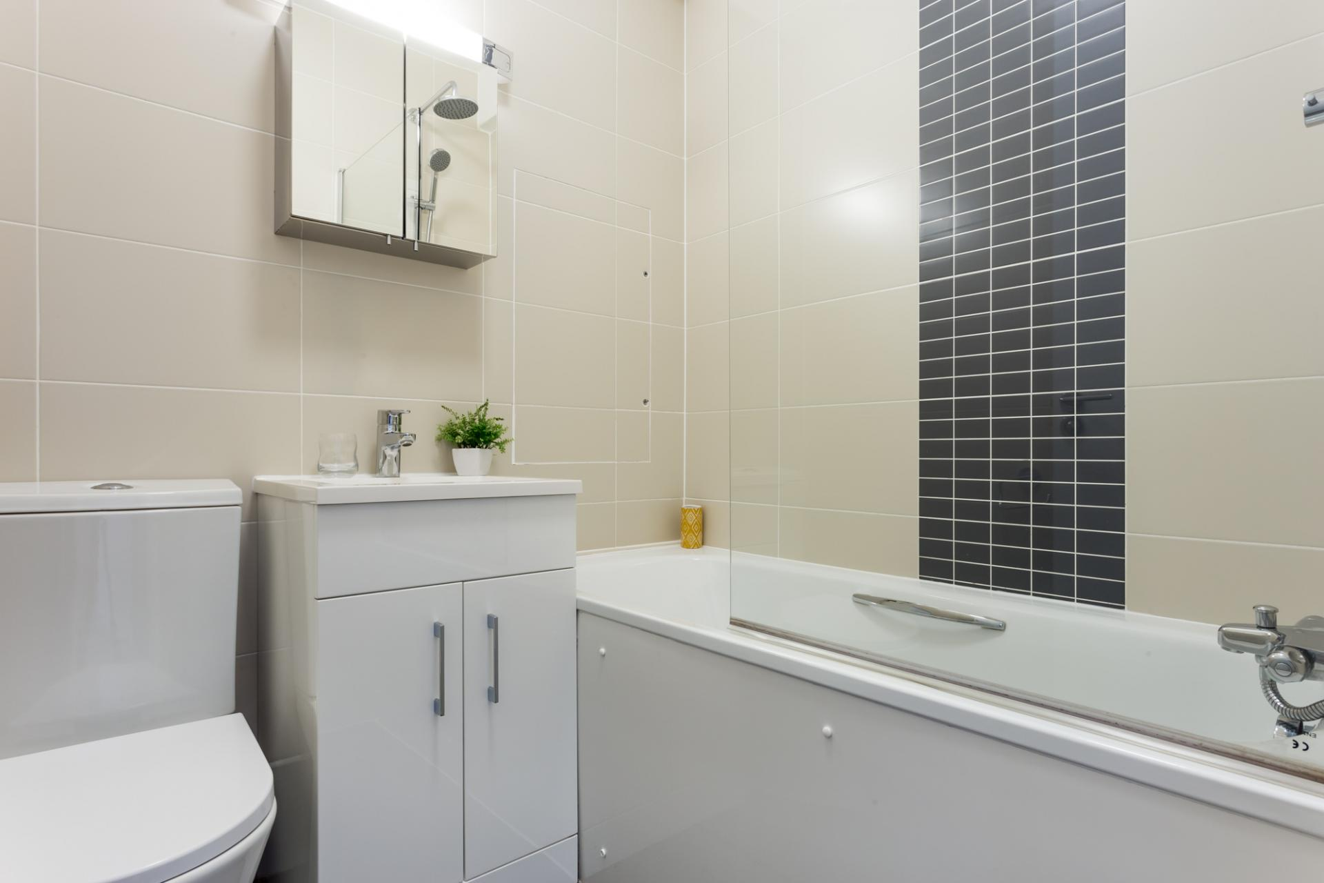 Bathroom - Dolphin Square, Pimlico, London - Citybase Apartments