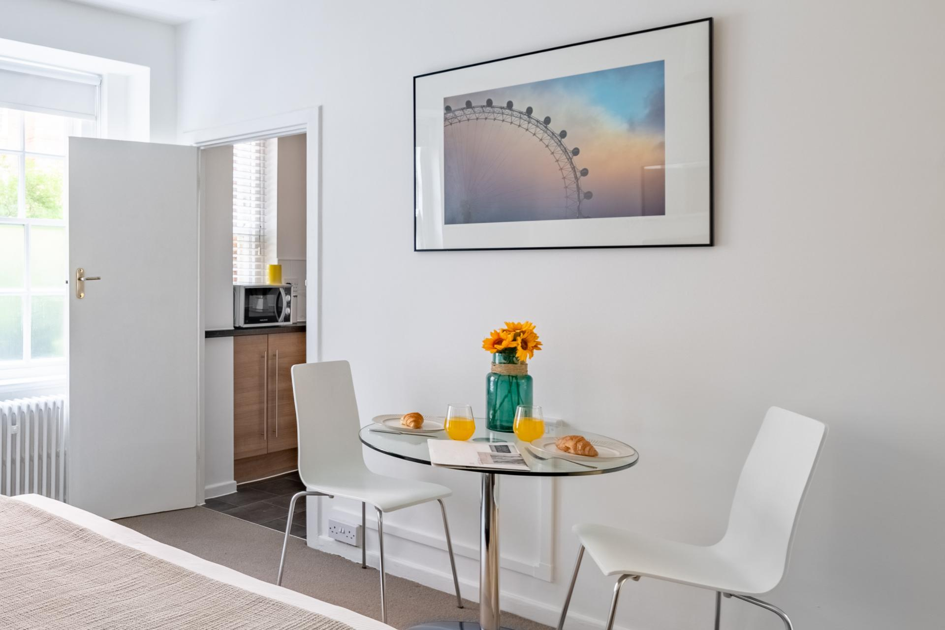 Dining at Dolphin Square, Pimlico, London - Citybase Apartments